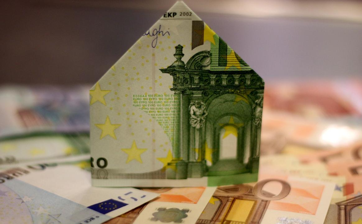 dům z peněz