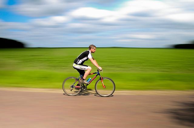 cyklista na projížďce.jpg