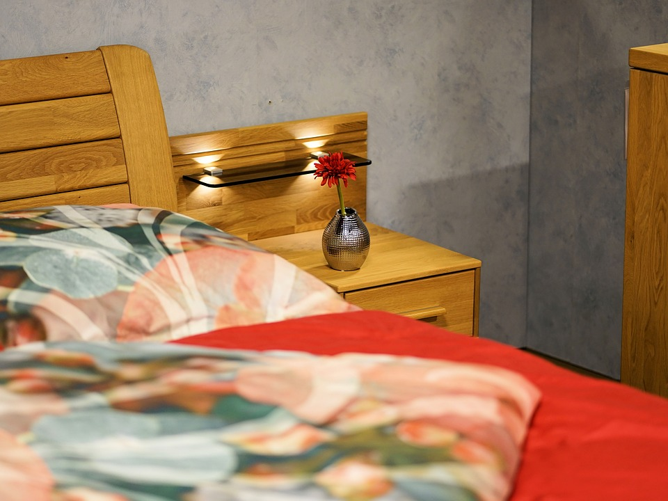 nábytek v ložnici